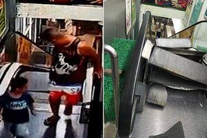 Hai cha con thoát chết trong gang tấc khỏi 'thang máy nghiền'