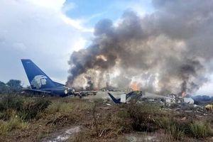 Máy bay Mexico chở 101 người cháy rụi, gặp nạn do thời tiết xấu