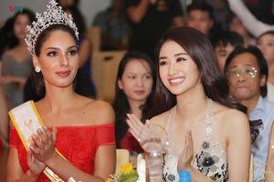 Hoa hậu Bản sắc Việt Thu Ngân đọ sắc cùng Hoa hậu Quốc tế 2017