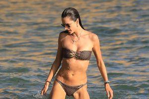 Dàn mỹ nhân thế giới 'thiêu đốt ánh nhìn' khi diện bikini gợi cảm