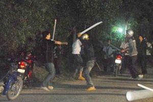 60 thanh niên mang súng, mã tấu hỗn chiến kinh hoàng ở Nha Trang
