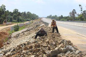 Sau tai nạn xe rước dâu, Bộ GTVT nói chưa thể mở rộng tuyến tránh