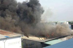 Cháy ngùn ngụt trong khu công nghiệp ở TPHCM