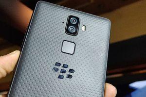 Cận cảnh BlackBerry Evolve: Camera kép, màn hình FullView, pin 'trâu'