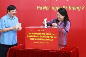 Bộ Y tế quyên góp ủng hộ nhân dân vùng rốn lũ Việt Nam và người dân nước bạn Lào bị lụt