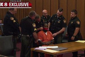 Bị cáo thắc mắc, thẩm phán yêu cầu dán băng bịt miệng