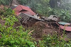 Hãi hùng cảnh lũ quét ầm ầm đổ xuống bản làng ở Lai Châu