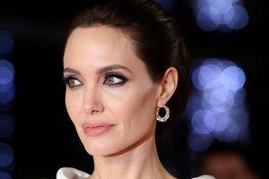 Angelina Jolie làm căng chuyện ly hôn với Brad Pitt khiến luật sư riêng nghỉ việc