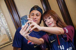 Đến Trung Quốc, Neymar được dàn mỹ nhân bủa vây
