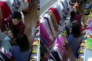 Clip tên cướp đi cùng gái xinh truy sát nữ nhân viên bán quần áo ở Đắk Lắk