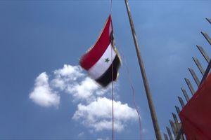Thánh chiến thảm bại, dân Syria thượng cờ quốc gia trên sào huyệt tại Daraa