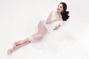 Hoa hậu đẹp nhất châu Á Hương Giang diện váy xuyên thấu khoe đường cong bỏng mắt