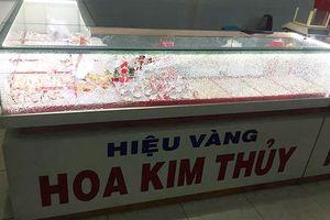 Hiện trường vụ cướp tiệm vàng táo tợn ở Quảng Nam