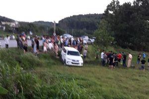 Ôtô nghi chở ma túy húc xe cảnh sát giao thông