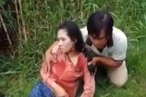 Một phụ nữ bị đâm trọng thương, khi lưu thông trên đường