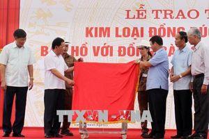 Lào Cai tặng Sơn La 20 tấn đồng đúc tượng đài 'Bác Hồ với đồng bào các dân tộc Tây Bắc'