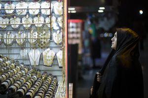 Người Iran mua vàng phòng thân trước lệnh trừng phạt mới của Mỹ