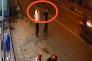 Truy tìm hai đối tượng và vật chứng vụ án giết người cướp xe
