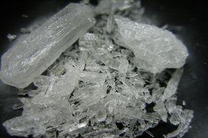 Bé trai 8 tuổi tử vong vì ăn nhầm ma túy đá của bố