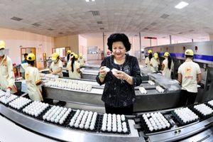 'Nữ hoàng hột vịt' Ba Huân: Hành trình lấy trứng 'chọi đá'