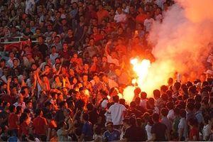 Đốt pháo sáng hành vi làm 'xấu mặt' thể thao Việt Nam