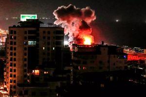 Người dân Israel hoảng loạn khi bị phóng hơn 70 tên lửa