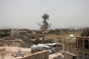 Xe buýt trúng không kích của Saudi, hàng chục trẻ em chết