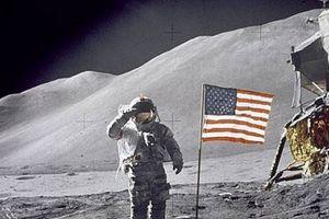 Tiết lộ 'bản nhạc lạ lùng' xuất hiện trên Mặt Trăng trong lần chinh phục đầu tiên