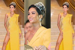 H'Hen Niê tiếp tục gây thích thú với chiếc váy vàng nửa kín nửa hở lạ lẫm