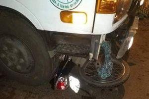 Xe máy đối đầu xe tải và xe máy, 2 thanh niên tử vong