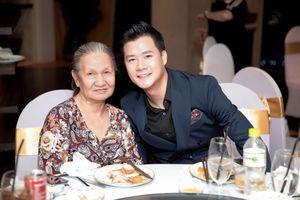 Quang Dũng hạnh phúc đón sinh nhật cùng mẹ và được con trai hát tặng