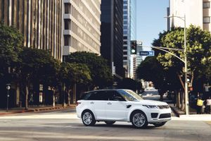 Range Rover Sport 2019 có thêm bản động cơ lai
