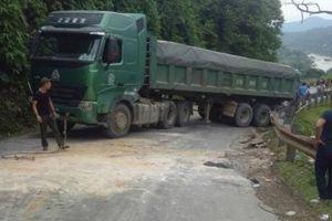 Nghệ An: Quốc lộ tắc hơn 1 ngày vì... 1 chiếc xe tải