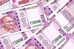 Đồng Rupi Ấn Độ tiếp tục mất giá ở mức kỷ lục mới
