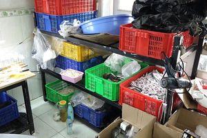 Phát hiện cơ sở sản xuất bao cao su bằng keo vá xe ở TPHCM