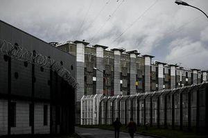Tù nhân thứ 11 tự tử trong nhà tù lớn nhất châu Âu