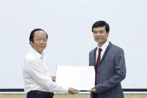Trao Quyết định bổ nhiệm Phó Viện trưởng Viện Chiến lược, Chính sách tài nguyên và môi trường
