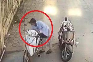 Clip: Thanh niên bẻ khóa trộm SH Mode nhanh như chớp ở Hà Nội