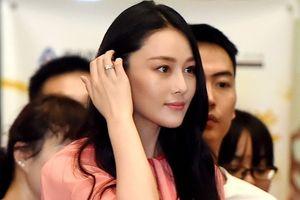 Trương Hinh Dư khoe nhẫn kim cương sau tuyên bố kết hôn