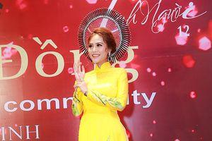 Miss Fashion 2017 đến đền thờ Tổ nghiệp của NSƯT Hoài Linh xin đổi nghệ danh