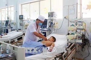 Bé trai 6 tuổi hóc viên mọc trong tô bún phải nhập viện đã qua cơn nguy kịch