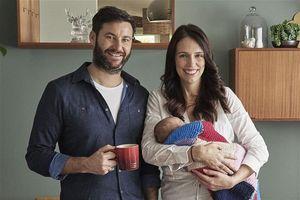 Nữ Thủ tướng New Zealand kể về cuộc sống khi trở thành mẹ: Phòng trà thành phòng thay tã, vừa họp vừa cho con bú