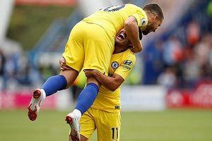 Chelsea leo lên ngôi đầu bảng sau trận thắng 3-0 trước Huddersfield