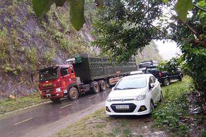 Mưa lớn gây sạt lở, Quốc lộ 4G ở Sơn La bị tê liệt