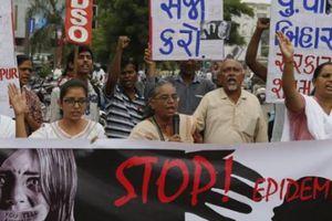 Ấn Độ: Thấy bé gái 7 tuổi chảy máu, phát hiện sự thật bàng hoàng