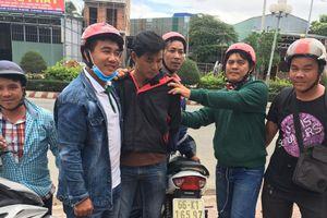 'Hiệp sĩ' bắt kẻ chuyên tiêu thụ xe trộm cắp đưa sang Campuchia
