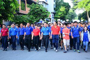 Hơn 3.000 người đi bộ đồng hành 'Tiếp sức đến trường'