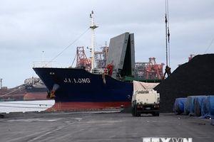 Hàn Quốc sẽ cấm một số tàu vận chuyển than từ Triều Tiên cập cảng