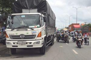 TP HCM: Va chạm với xe tải, 1 người tử vong