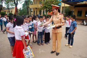 Triển khai 'Tháng cao điểm an toàn giao thông cho học sinh đến trường - tháng 9'